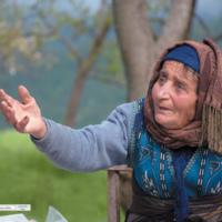 Starsza kobieta - Armenia Tatev
